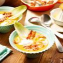 Kürbis-Karottensuppe mit Bacon, Garnelen und Ingwerschaum
