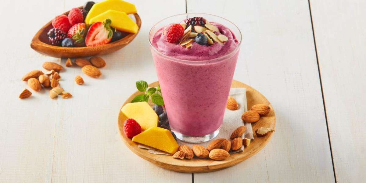 Smoothie de kombucha, frutos rojos y mango