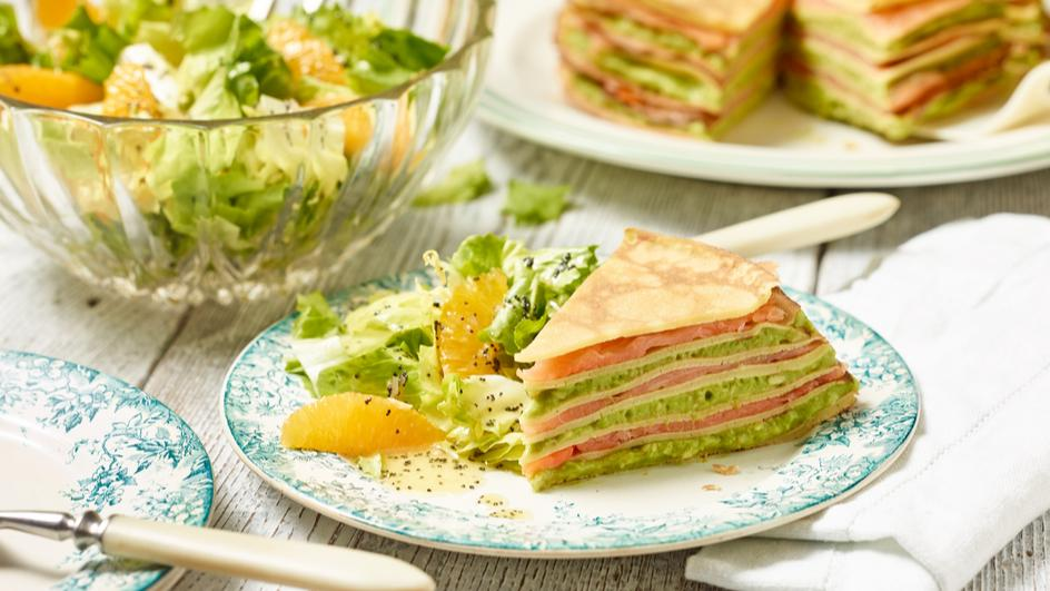 Avocado-Pfannkuchen-Torte mit Lachs