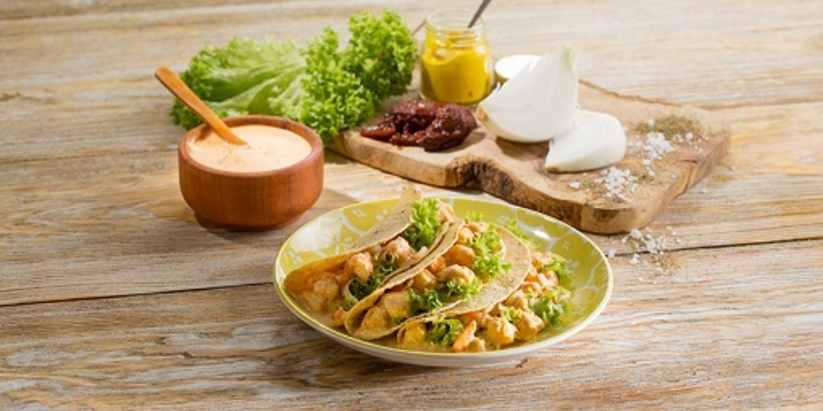 Tacos de camarón y mostaza picante