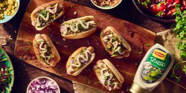 Mini hot dogi z sosem tatarskim