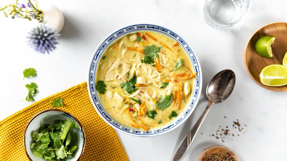 Thai Kokos-Suppe mit Hähnchen