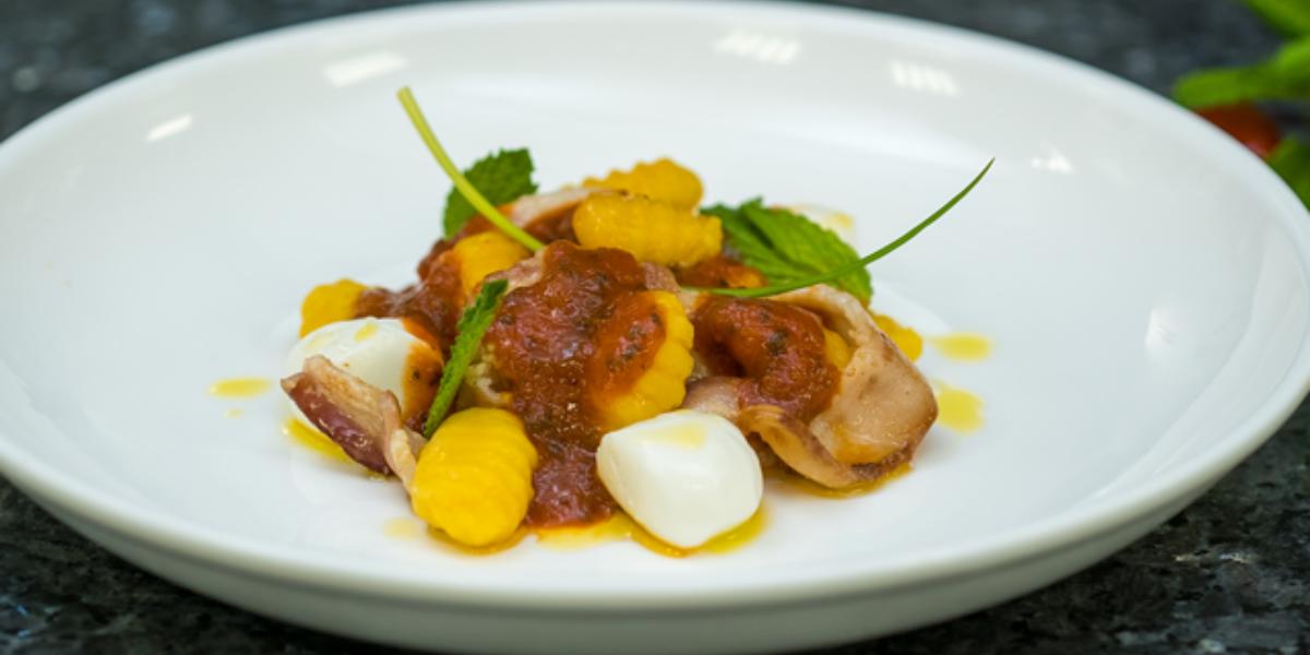 Gnocchis de zapallo, mozzarella y tocino
