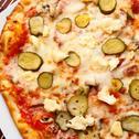 Пица Тоскана с кисели краставички и топено сирене