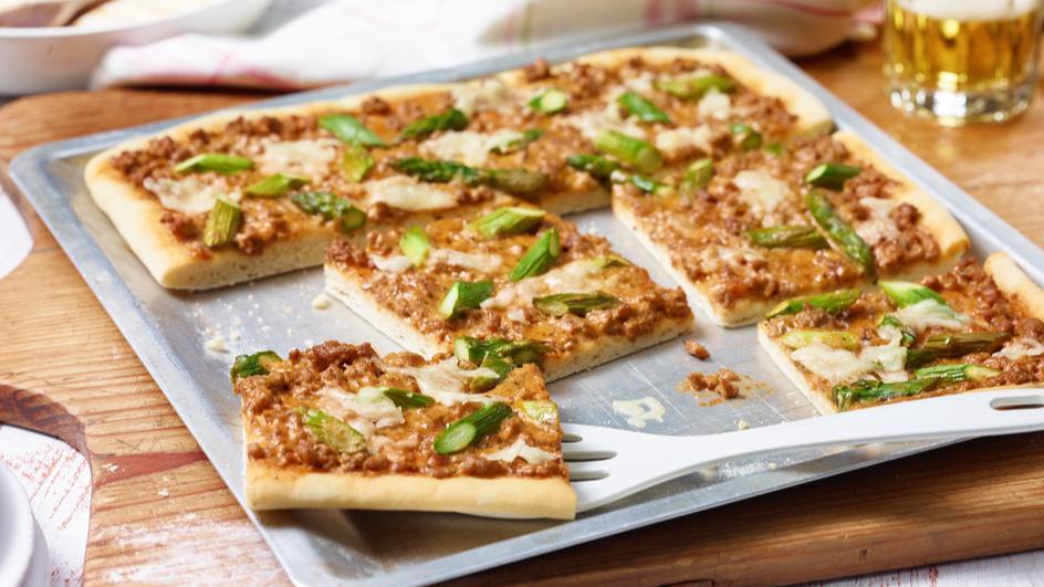 Bolognese-Spargel-Pizza