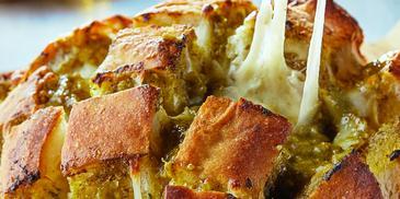 خبز إيطالي بالجبن بيستو