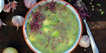Zupa z zielonych warzyw z soczewicą