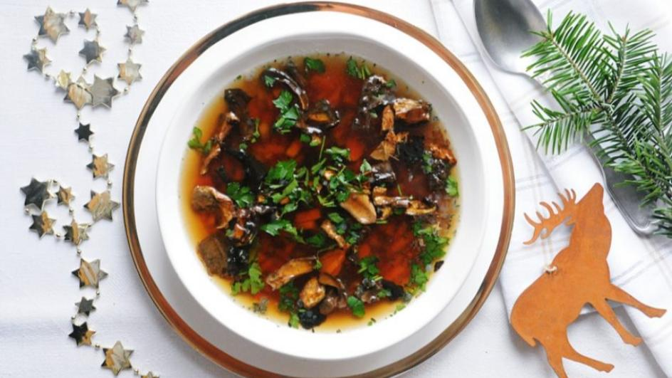 Wigilijna zupa grzybowa – klarowna i intensywna
