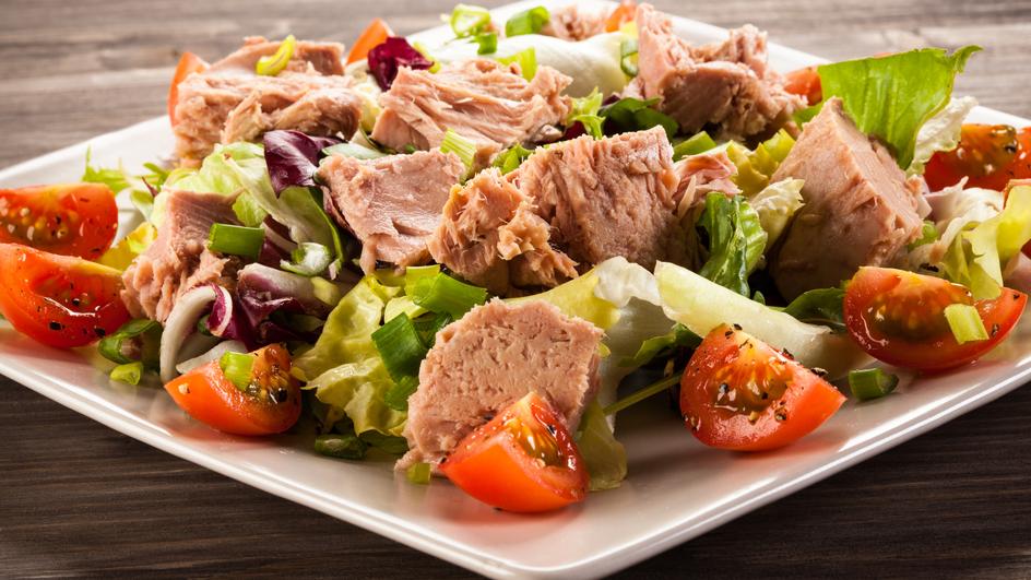 Salata verde cu ton si porumb