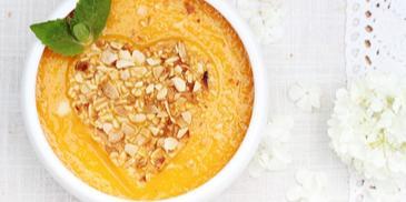 Zupa marchewkowa z migdałowym serduszkiem na Dzień Matki