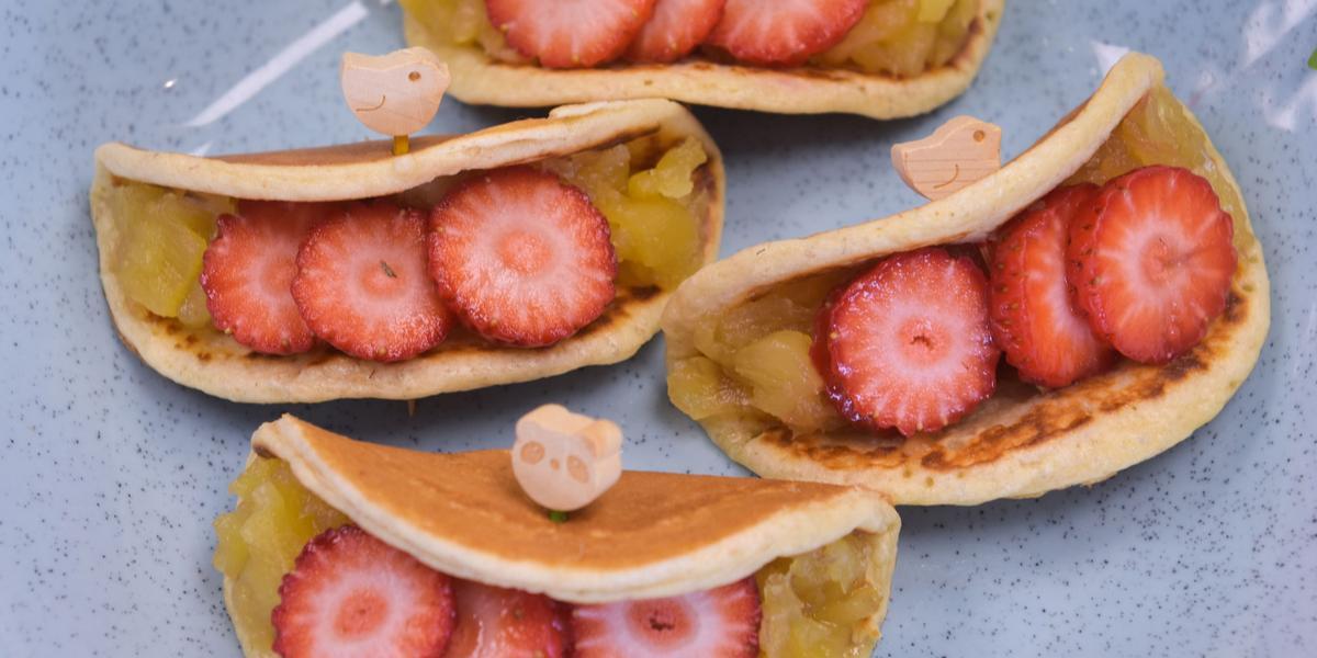 panquequinha-sem-açucar-abacaxi-morango-Receitas-NESTLÉ