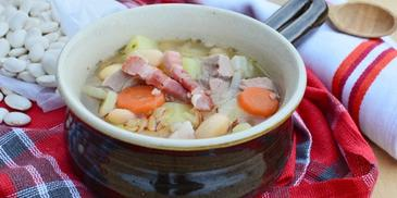 Zupa fasolowa na żeberkach