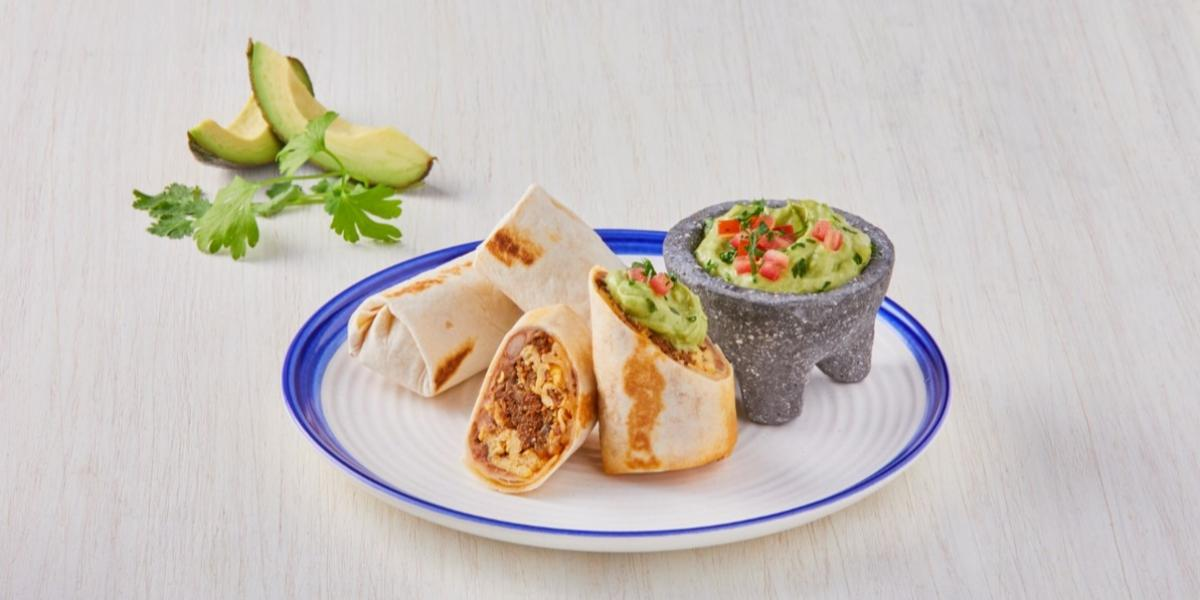 Burritos con chilorio y guacamole