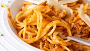Спагети Болонезе с телешко и пармезан