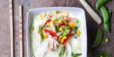 Thajská drůbeží polévka