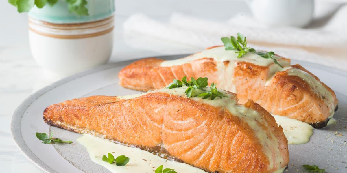 Filete de salmón con alioli clásica