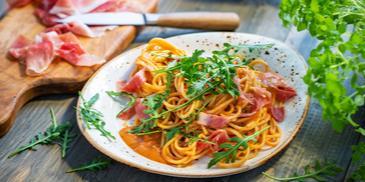 Spaghetti mit Parmaschinken und Rucola