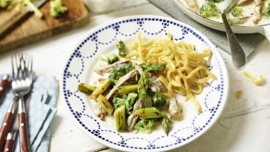 Kalbsgeschnetzeltes mit Spargel und Brokkoli