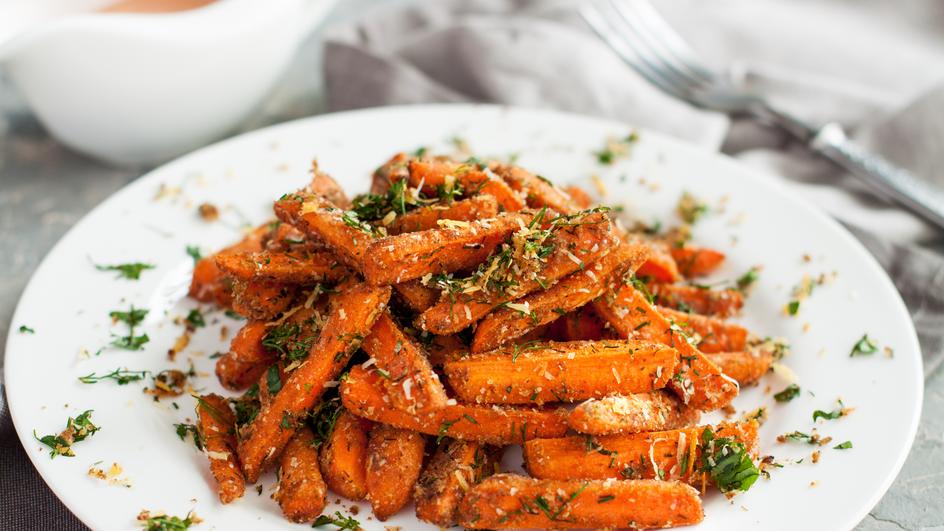Felii de morcov cu usturoi si parmezan la cuptor