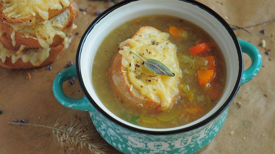 Zupa cebulowa z winem