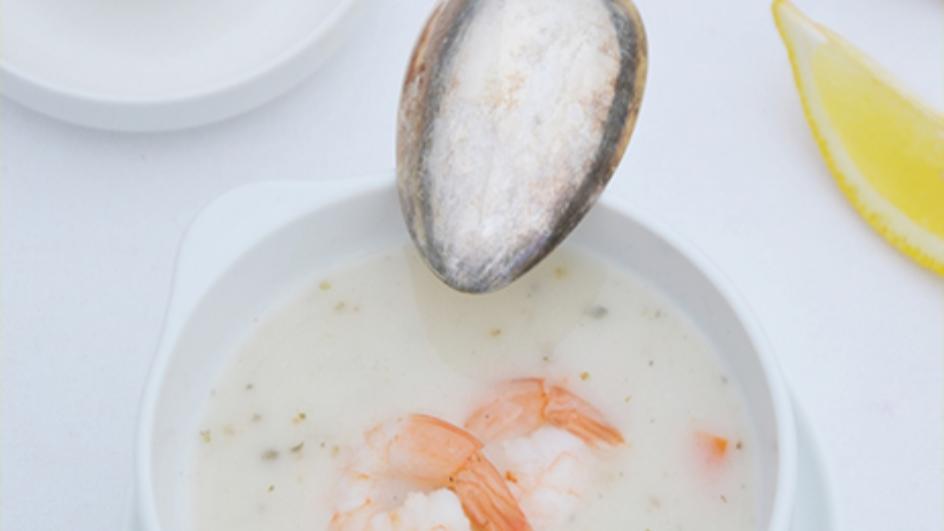 Barszcz biały z mleczkiem kokosowym i krewetkami