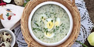 Ziołowa zupa z jajkiem przepiórczym