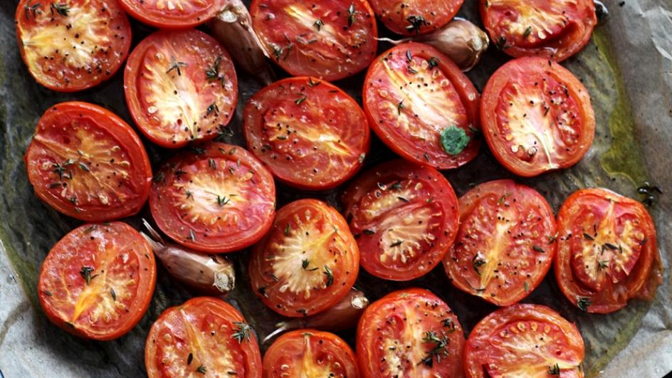 Zupa pomidorowa z pieczonych pomidorów z czosnkiem