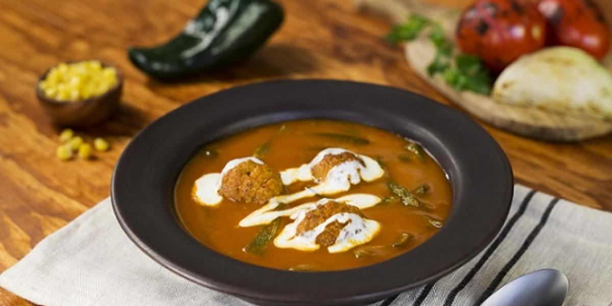 Sopa de res con chile poblano