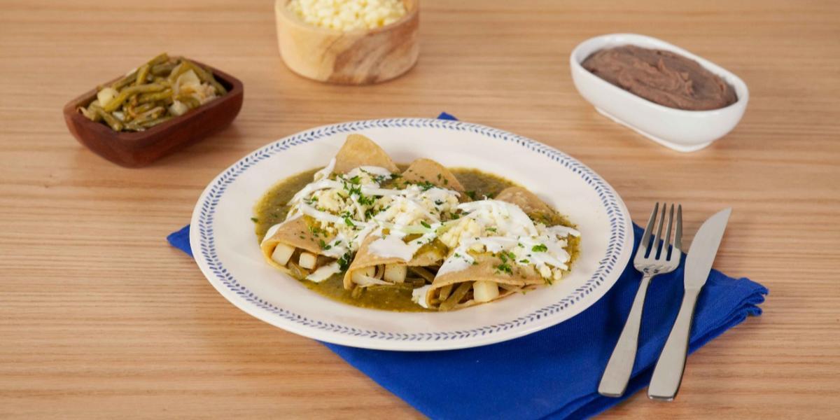 Enchiladas verdes con papas y nopales