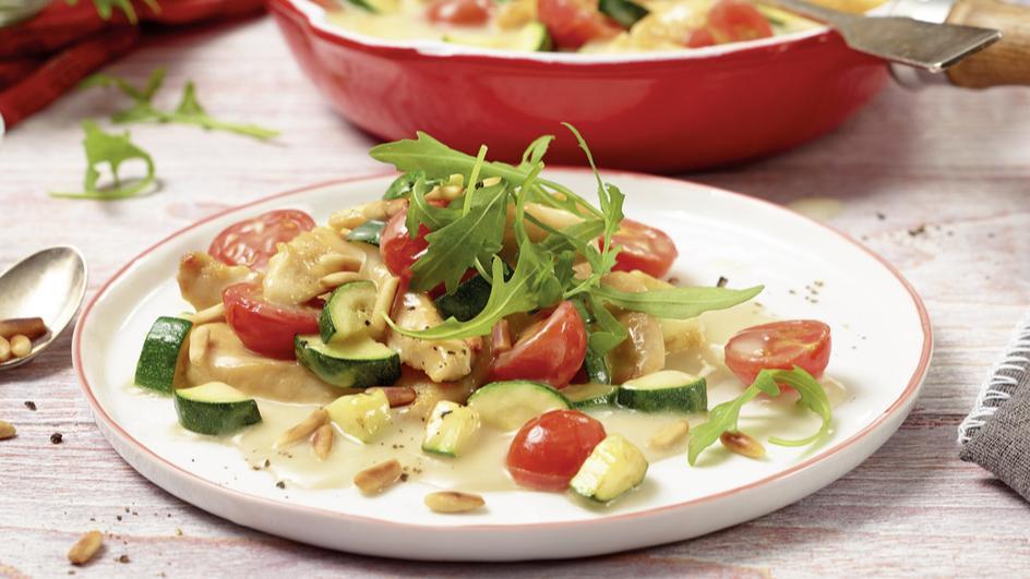 Hähnchen-Pfanne mit Zucchini und Kirschtomaten