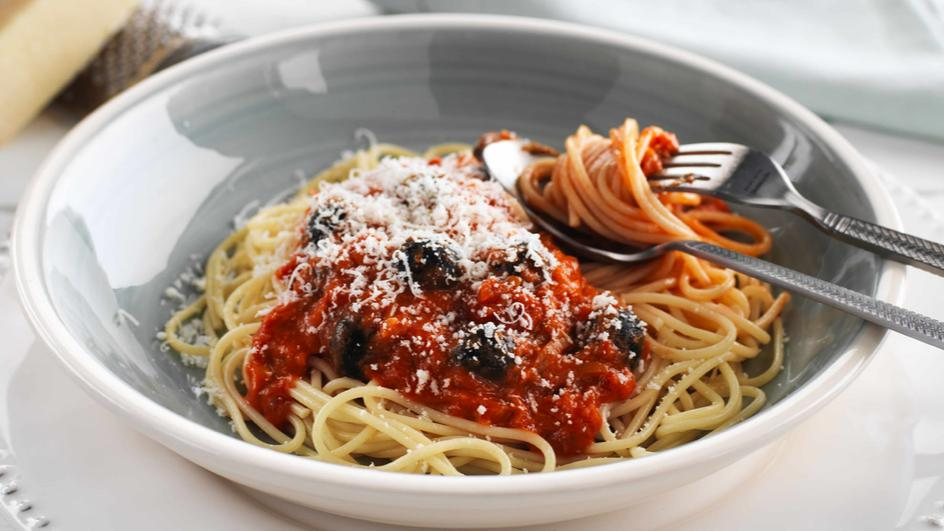 Spaghetti With Black Olives And Creamy Tomato Sauce Maggi