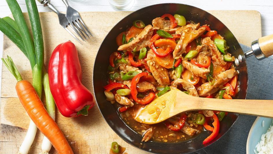 Kolorowy warzywny wok z polędwiczką wieprzową