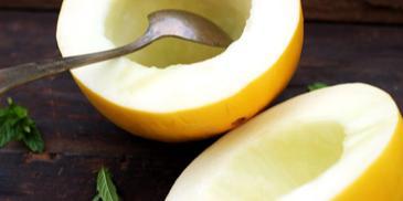Zupa truskawkowa z makaronem i melonem