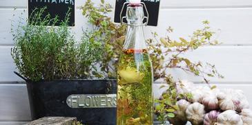 Olej czosnkowy z ziołami