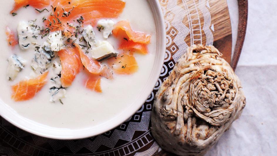Krem z selera z gorgonzolą i łososiem