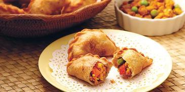 Crusty Chicken Briyani Curry Puff