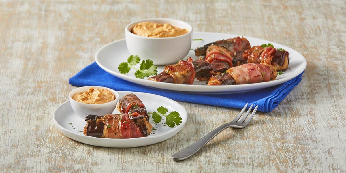 Rollitos de chile ancho con dip de chorizo