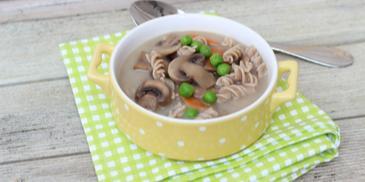 Wiosenna zupa pieczarkowa z zielonym groszkiem