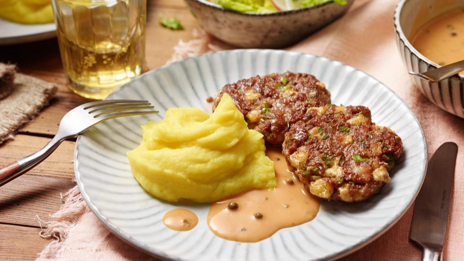 Käse-Frikadellen mit Pfeffer-Rahm-Sauce