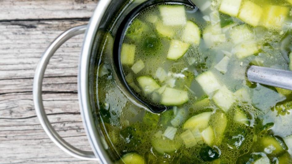 Zupa ze świeżych ogórków gruntowych