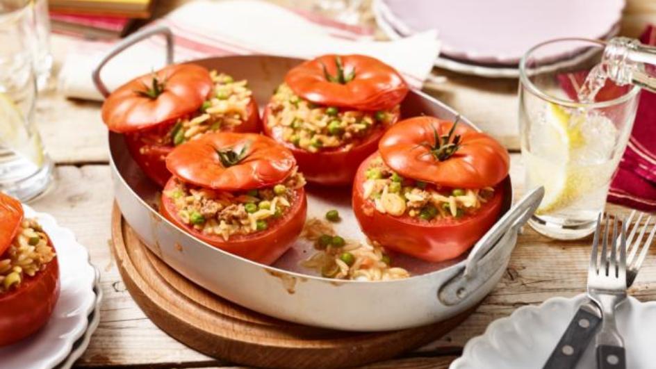 Gefüllte Tomaten mit Geflügelhackfleisch und Nudeln