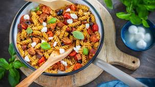 Pasta-Pfanne Tomate-Mozzarella