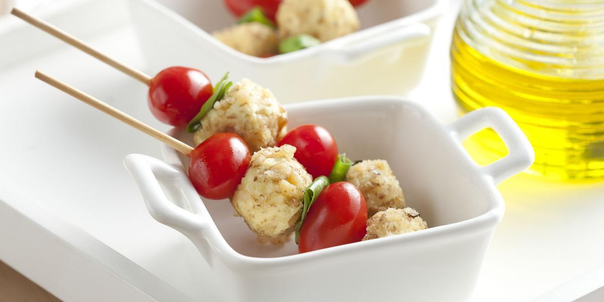 espetinho-queijo-fresco-tomate-cereja-nozes-receitas-nestle