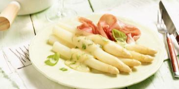 Spargel mit leichter Parmesan-Basilikum-Hollandaise