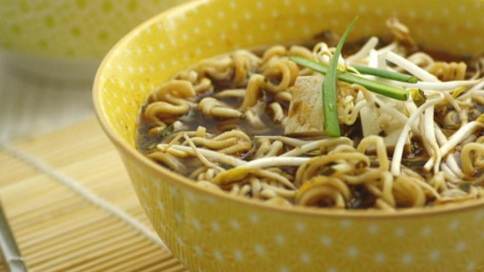 Yakisoba Classico con tofu e germogli di soia