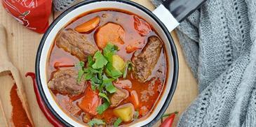Zupa gulaszowa z wędzoną papryką