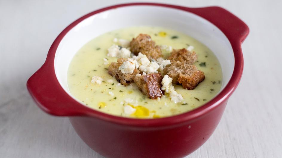 Zupa serowa z papryką na ostro, z grzankami
