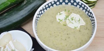 Zupa z pieczonej cukinii z tymiankiem i kozim serem