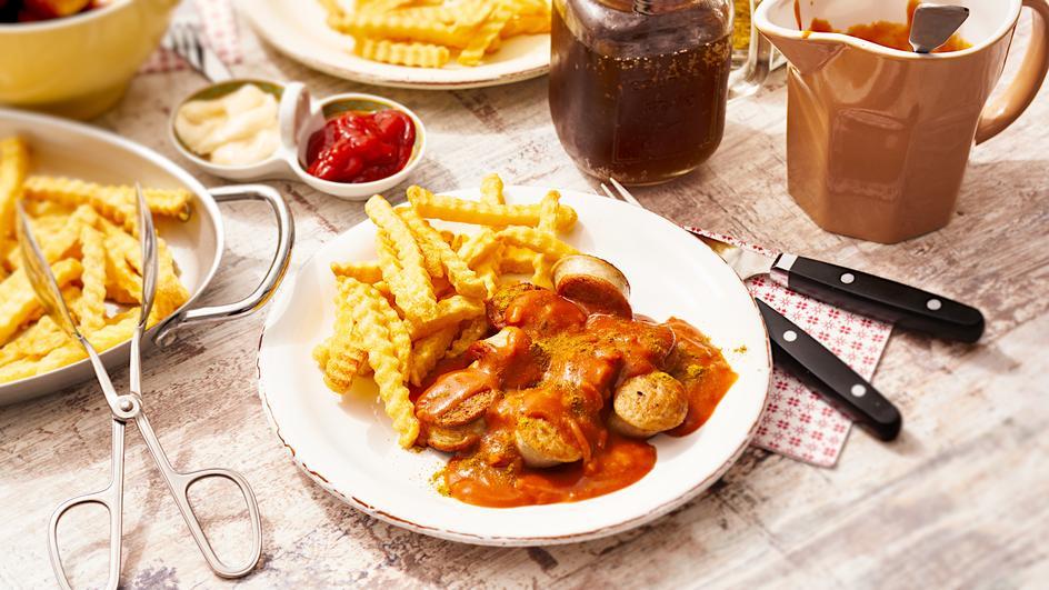 Bratwurst in Zwiebel-Curry-Sauce