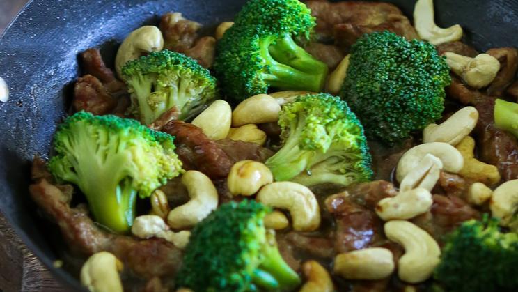 Beef & Broccoli Stir-fry with Cashews | Maggi